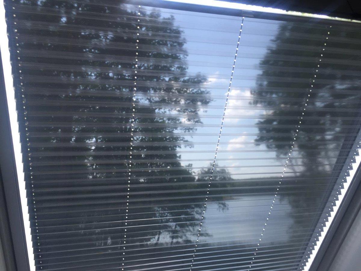 TOP Hitzeschutz für Dachfenster von innen direkt vom